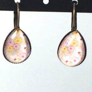 Druppelvormige oorhangers gele roze bloemen klein model