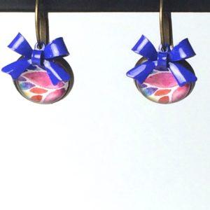Oorhangers roze blauwe bloem strik