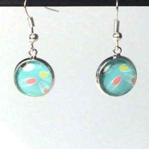 Zilveren oorhangers blauw kleurrijk motief