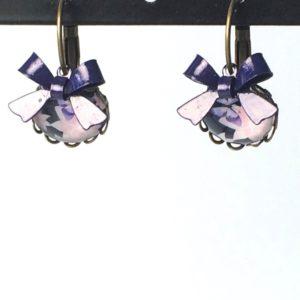 Gekartelde hangers paarsroze bloemen strik