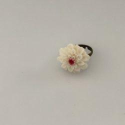 Ring witte bloem