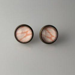 Roze oorstekers bladeren