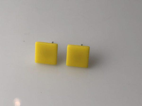 Gele vierkanten oorstekers